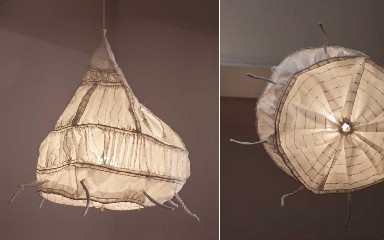 Sasanka — závěsný designový lustr od Evy Nečasové, Spacelights