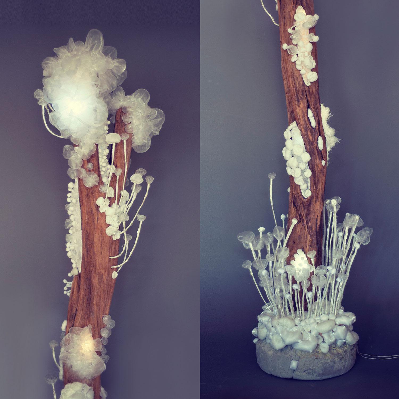 Kmen — svítící objekt Evy Spacelights. Nečasové
