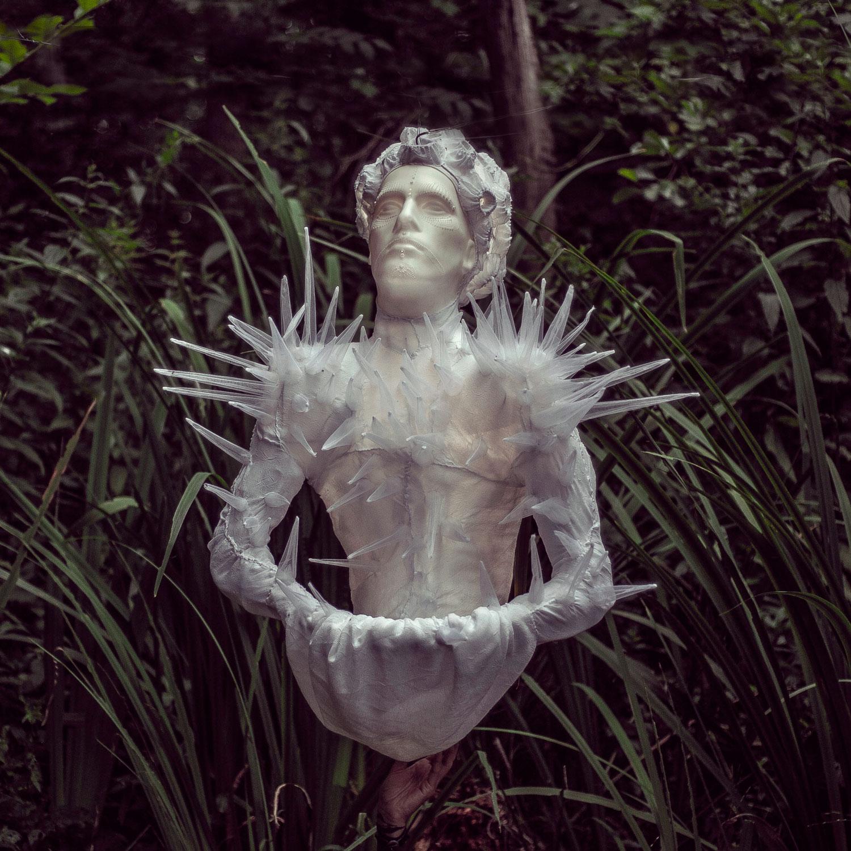 Eduard — svítící objekt Evy Spacelights. Nečasové